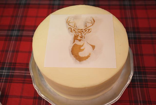Stencil1 Deer Cake_Step 2
